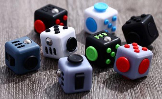 Après le handspinner, le Fidget Cube !